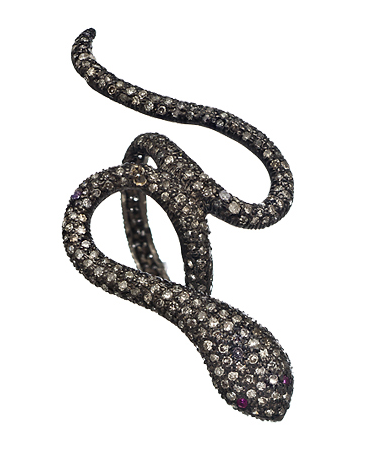snake jewelry, jewelry trend, fashionable snake jewelry, bvlgari snake collection, bvlgari serpentine collection, serpentine jewelry, snake inspired jewelry, jewelry gifts, fashionable diamond snake ring, fashionable snake ring, diamond snake ring, black diamond snake ring, black diamond ring, socheec snake ring