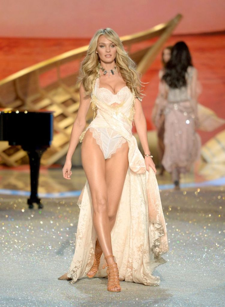 candice-swanepoel-at-2013-victoria-s-secret-fashion-show-in-new-york-7