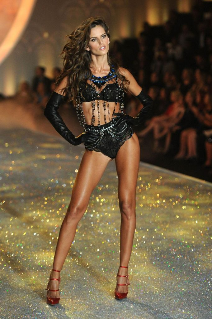 izabel-goulart, candice swanepoel, victoria secret fashion show, million dollar bra, 2013 victoria secret fashion show, victoria secret angel, most beautiful models, brazilian models, brazilian victoria secret angels, brazilian girls