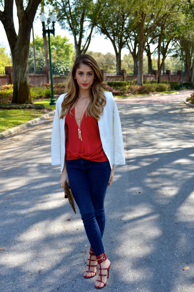 talina hermann, gucci ursula, tuxedo jacket, how to wear a plunge top, red plunge top, 7 jeans, best fashion blog, fashion blogger, top fashion blogger, chic look, chic and sexy outfit, gucci, accesory mercado, super fashionable