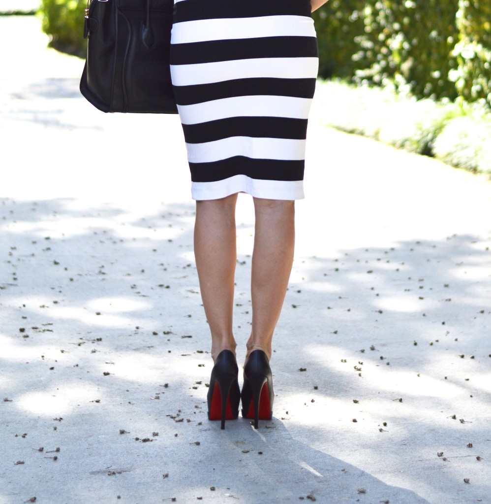 maternity style, pregnant style, fashionable pregnant woman, striped black and white dress, black and white dress
