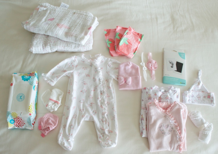 what to pack for the hospital, what to pack for labor, what to pack for delivery, what baby needs at the hospital, what mom needs at the hospital, what mom needs for labor